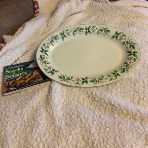 FOOD SERVING PLATTER BY HOLIDAY TRADITIONS